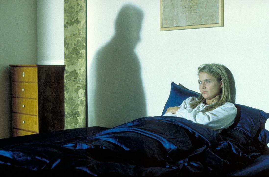Für die querschnittsgelähmte Hanna (Katharina Böhm) scheint es kein Entkommen aus der Ehehölle zu geben. Doch dann versucht Albert, Kontakt zu Hanna... - Bildquelle: Rolf von der Heydt ProSieben