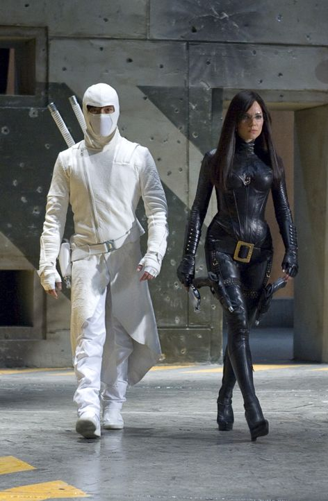 "Haben die Geheimorganisation Cobra zu einem blutigen Verein gemacht: Ninja Meister Storm Shadow (Byung-hun Lee, l.) und die ""Baroness"" (Sienna Mille... - Bildquelle: 2009 Paramount Pictures Corporation. All Rights Reserved. Reserved."