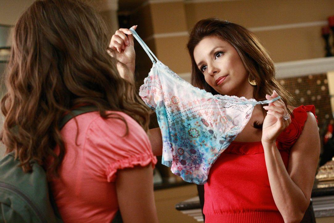 Bree versucht sich erfolglos von Orson und alten Gewohnheiten zu lösen, während Gaby (Eva Longoria, r.) sich durch Carlos Nichte Ana (Maiara Walsh,... - Bildquelle: ABC Studios
