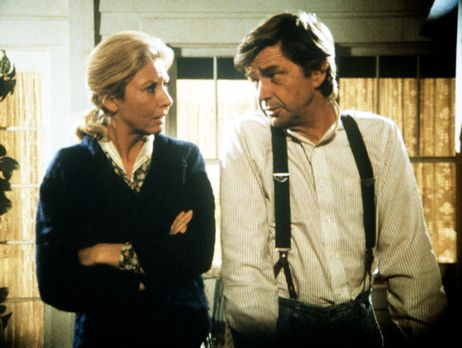 Die Waltons - Olivia (Michael Learned, l.) und John (Ralph Waite, r.) machen...