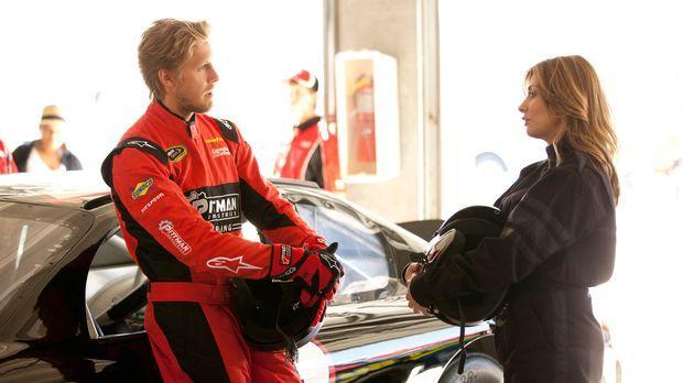 Billy (Matt Barr, l.), ein NASCAR-Fahrer, welcher nach einem schweren Abflug...