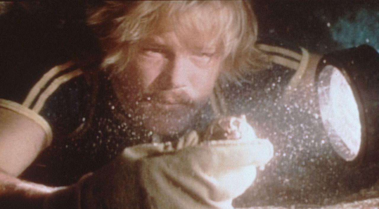 David Sanders (Nick Nolte) ist auf gefährlicher Schatzsuche unter Wasser... - Bildquelle: Columbia Pictures