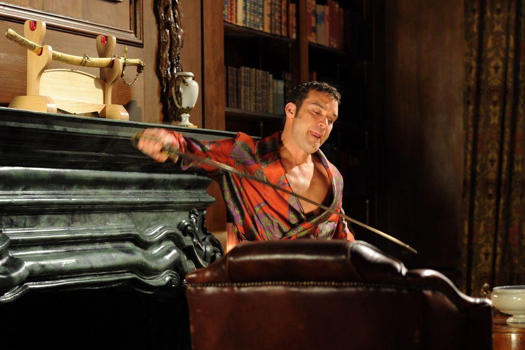 Wie weit wird Prinz Cyrus (Jake Maskall) gehen, um endlich auf dem Thron Platznehmen zu können? - Bildquelle: Stuart Wilson 2014 E! Entertainment Media LLC/Lions Gate Television Inc.