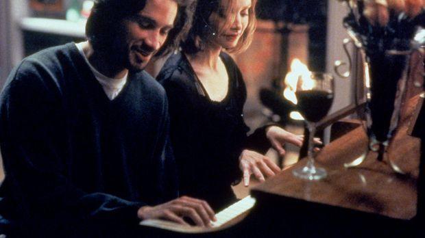 Ally McBeal (Calista Flockhart, l.) genießt ihr romantisches Date mit dem gut...
