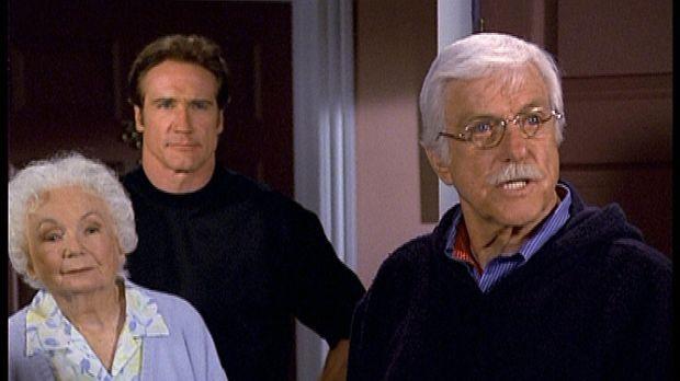 Mark (Dick Van Dyke, r.) und Steve (Barry Van Dyke, M.) konfrontieren eine au...
