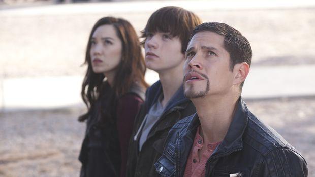 Was müssen die Boten Koa (Jessika Van, l.), Peter (Joel Courtney, M.) und Rau...