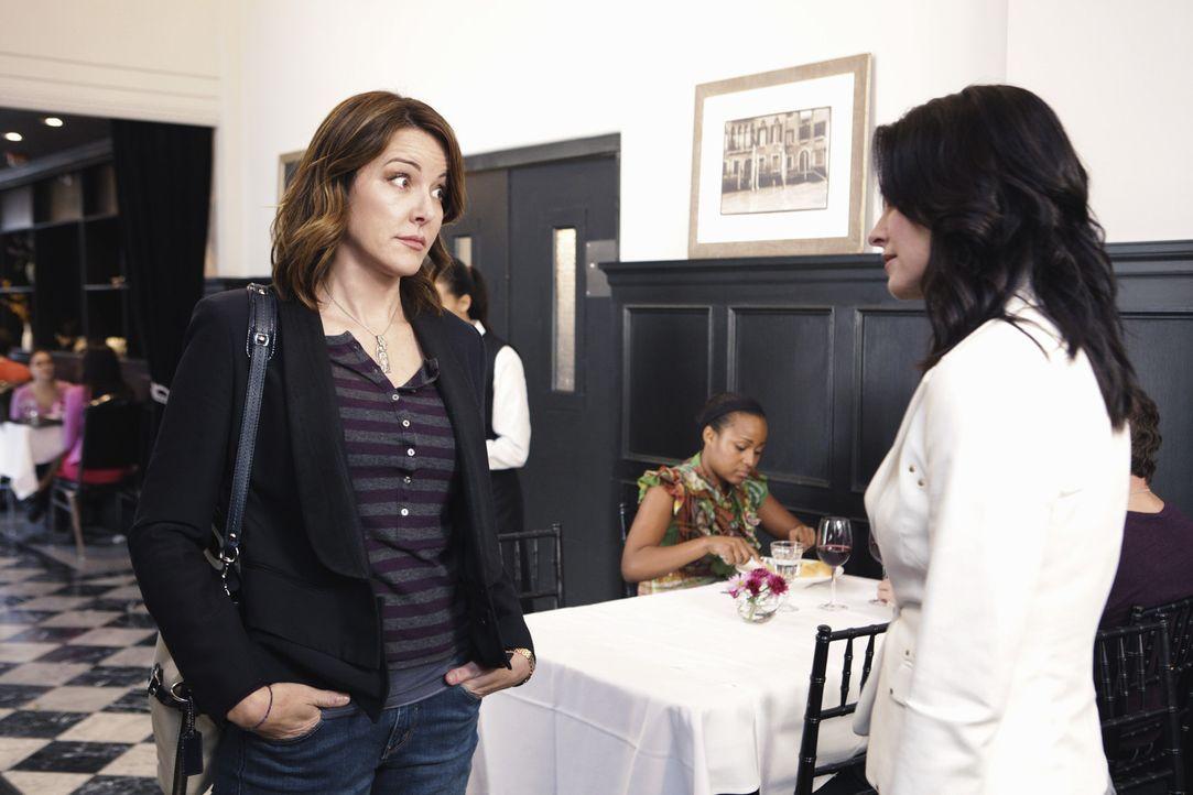 Ellie (Christa Miller, l.) kann schon Jules (Courteney Cox, r.) Freundin Laurie nicht leiden - wie sie da wohl auf die viel schlimmere Mutter reagie... - Bildquelle: 2009 ABC INC.