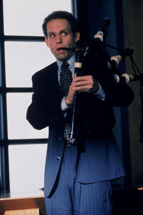 Der tragische Verlust von Johns (Peter MacNichol) Haustier, lässt den neurotischen Anwalt trauern. Eine angemessene Gedenkfeier soll den Abschied e... - Bildquelle: Twentieth Century Fox Film Corporation. All rights reserved.