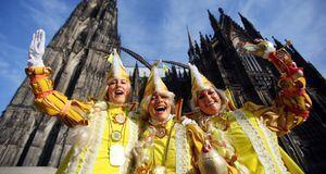 Zur Weiberfastnacht ziehen die Frauen durch Köln – und feiern den Start des g...