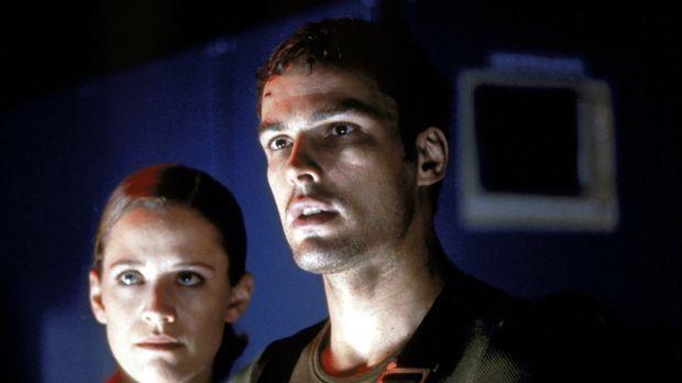 Irgendetwas Ungewöhnliches geht im Bunker vor: Nick (Jens Neuhaus, r.) und Ir...
