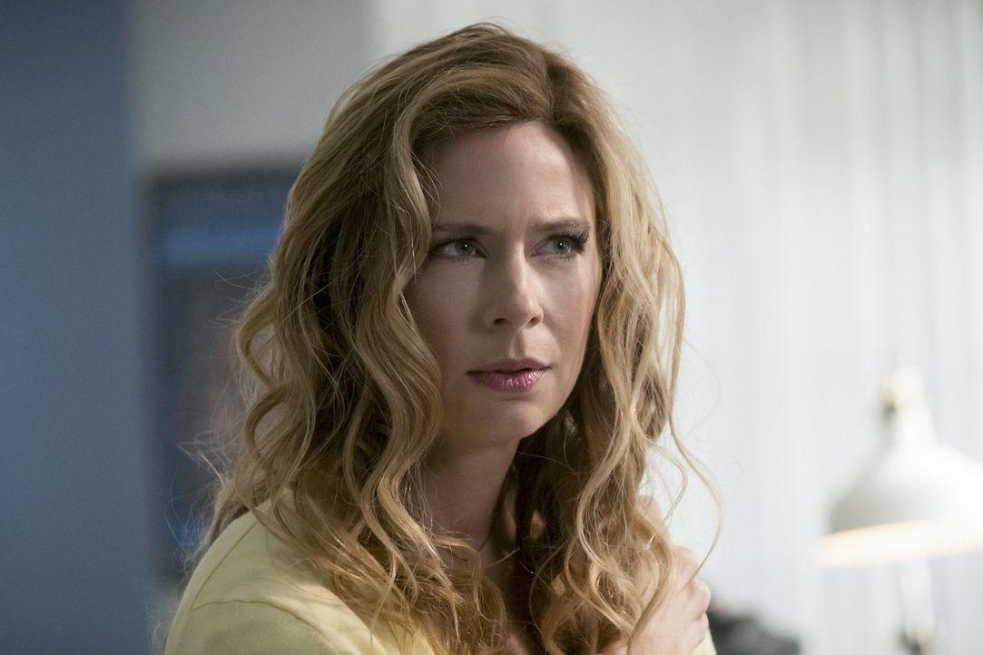Barry und seine Freunde spüren die Wissenschaftlerin Tracy Brand (Anne Dudek) auf, die ein wichtiger Baustein im Kampf gegen Savitar sein könnte, do... - Bildquelle: 2016 Warner Bros.