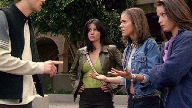 (v.r.n.l.) Piper (Holly Marie Combs), Phoebe (Alyssa Milano) und Prue (Shanne...