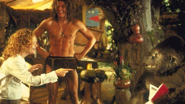 Mitten im Dschungel stößt Ursula (Leslie Mann, l.) nicht nur auf einen Adonis...