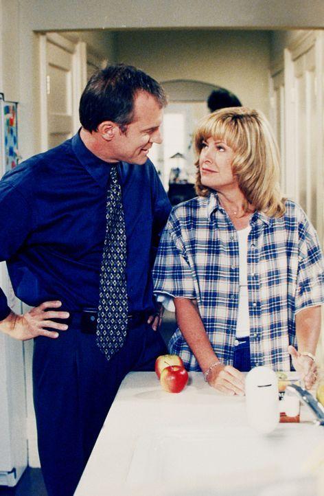 Annie (Catherine Hicks, r.) und ihr Mann (Stephen Collins, l.) beschließen, dass sie dringend ein neues Transportmittel für die Familie brauchen ... - Bildquelle: The WB Television Network