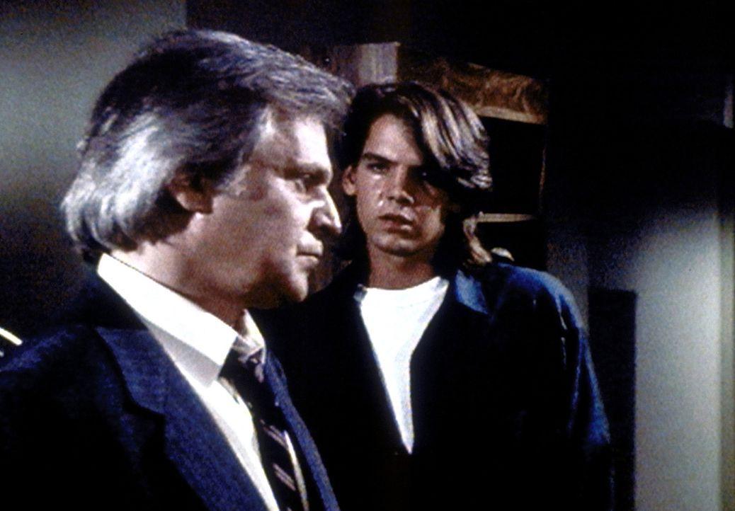 Richie (Craig Hurley, r.) buhlt vergeblich um die Liebe seines Vaters Richard Osbourne (Ken Kercheval, l.). - Bildquelle: Worldvision Enterprises, Inc.