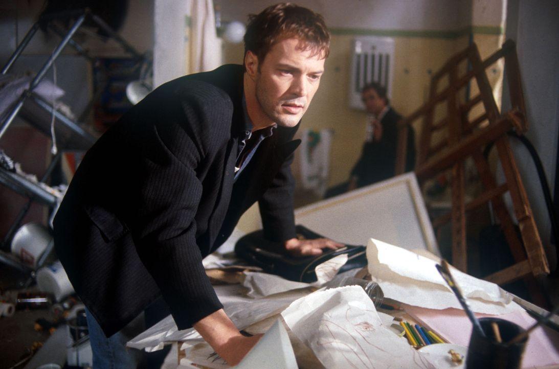 Nichts ahnend kehrt Robert (Sebastian Koch) in seine völlig verwüstete Wohnung zurück. Noch ahnt er nicht, dass die mörderischen Täter zurückkommen... - Bildquelle: Kurt Bauer ProSieben/Bauer