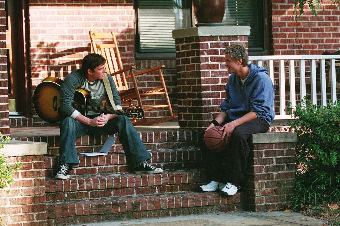 Jake (Bryan Greenberg, l.) weiht Lucas (Chad Michael Murray, r.) in sein schönstes Geheimnis ein ... - Bildquelle: Warner Bros. Pictures
