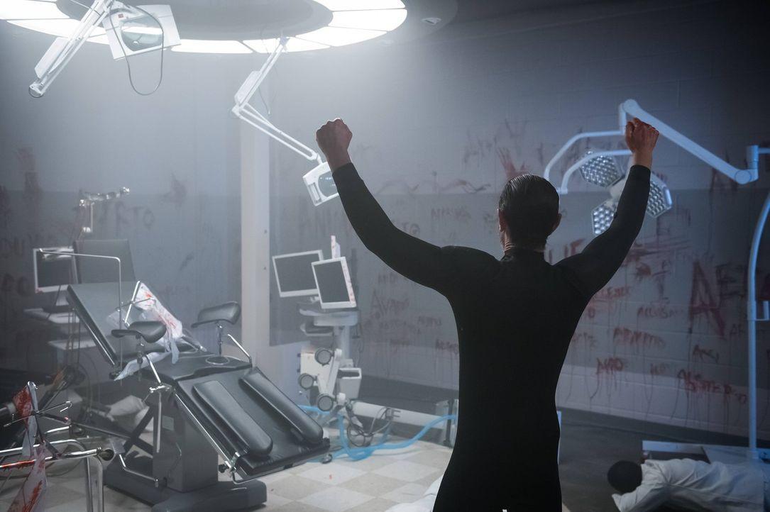 Galavan (James Frain) ist nach seiner Wiedererweckung nicht mehr derselbe. Da er sich nicht mehr an seine Vergangenheit erinnern kann, verleiht ihm... - Bildquelle: Warner Brothers