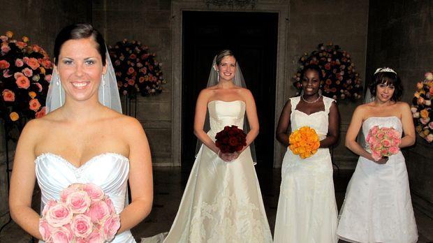 Nyle (r.), Emily (2.v.l.), Chelsea (l.) und Shayla (r.) treten an, im Wettkam...