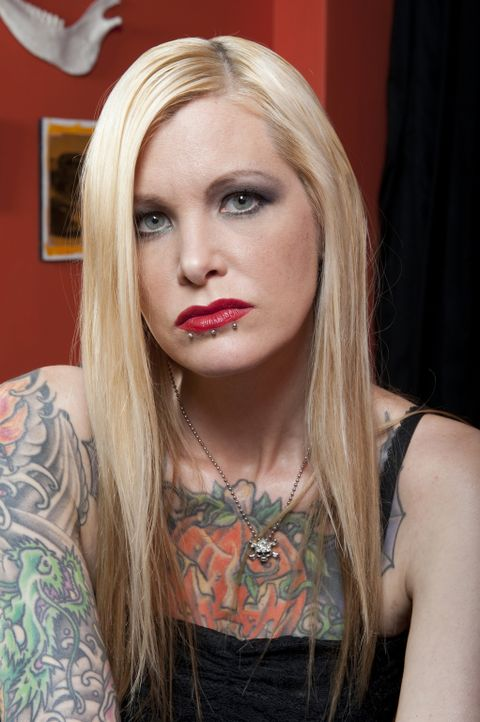 (1. Staffel) - Als Frau in dem meist männlich beherrschten Gebiet des Tätowierens musste sich Heather Sinn immer wieder behaupten, aber ihre realist... - Bildquelle: Fernando Leon Spike TV