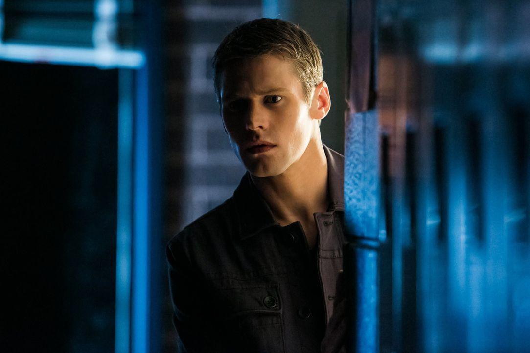 Die Szene die Matt (Zach Roerig) beobachtet, lässt ihn zweifeln, wer wirklich seinem Team angehört ... - Bildquelle: Warner Bros. Television