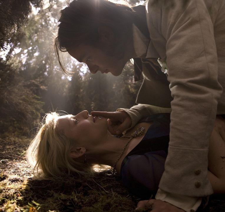 Er ist sich sicher, dass sein Herz bereits einer anderen gehört, doch Tristan (Charlie Cox, oben) kann sich der Schönheit von Yvaine (Claire Danes... - Bildquelle: 2006 Paramount Pictures. All Rights Reserved.
