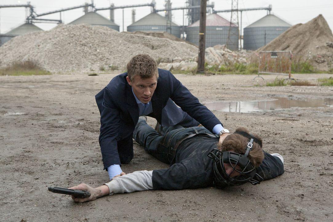 Bei den Ermittlungen setzt Wes (Warren Kole, l.) immer wieder sein eigenes Leben aufs Spiel ... - Bildquelle: USA Network
