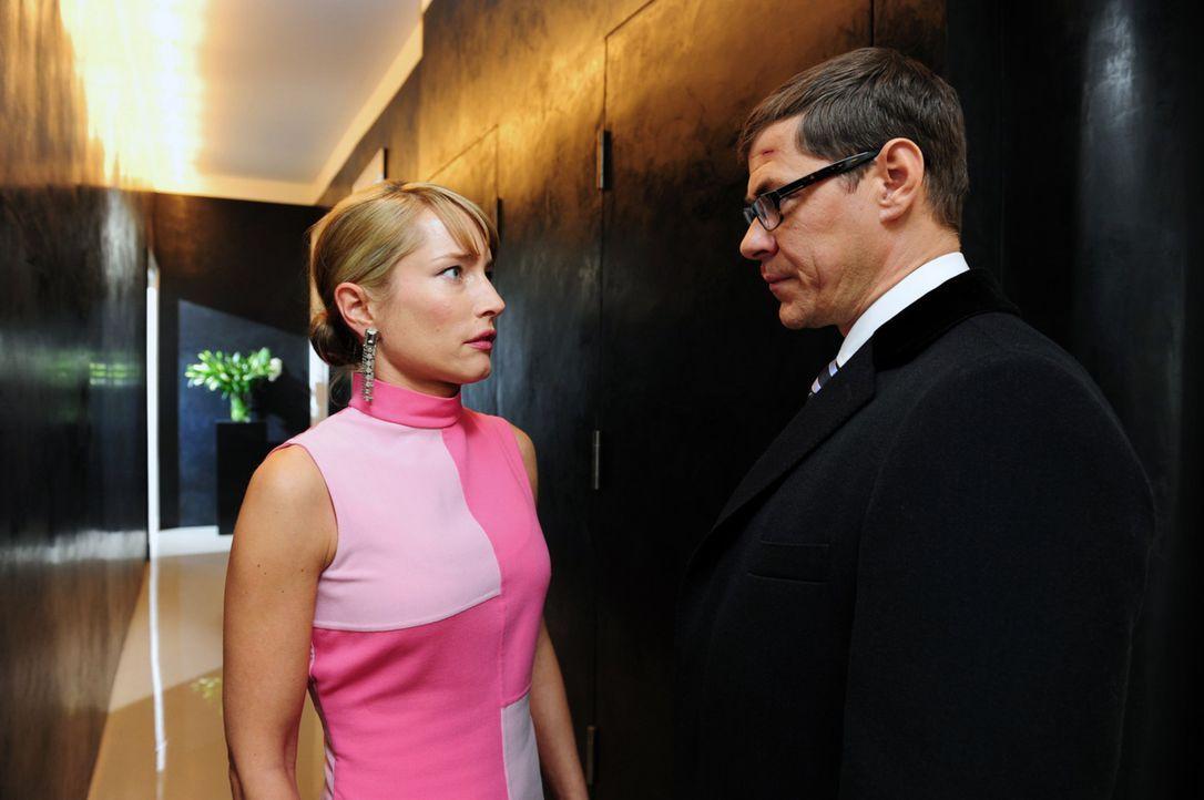 Nachdem Robert Günther (Sven Martinek, r.) nun weiß, dass seine Frau, seine Freundin und seine geschasste Sekretärin seine infamen Spielchen kennen,... - Bildquelle: Christiane Pausch SAT.1