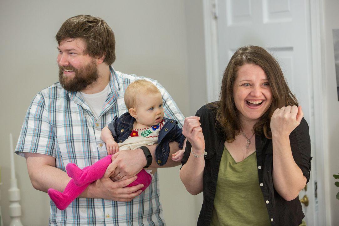 Als ihr erstes Kind zur Welt kommt, ändert sich das Leben von Keith (l.) und Nicole (r.) vollkommen - nur das Haus ist immer noch das alte und passt... - Bildquelle: Matt Blair 2015,HGTV/Scripps Networks, LLC. All Rights Reserved