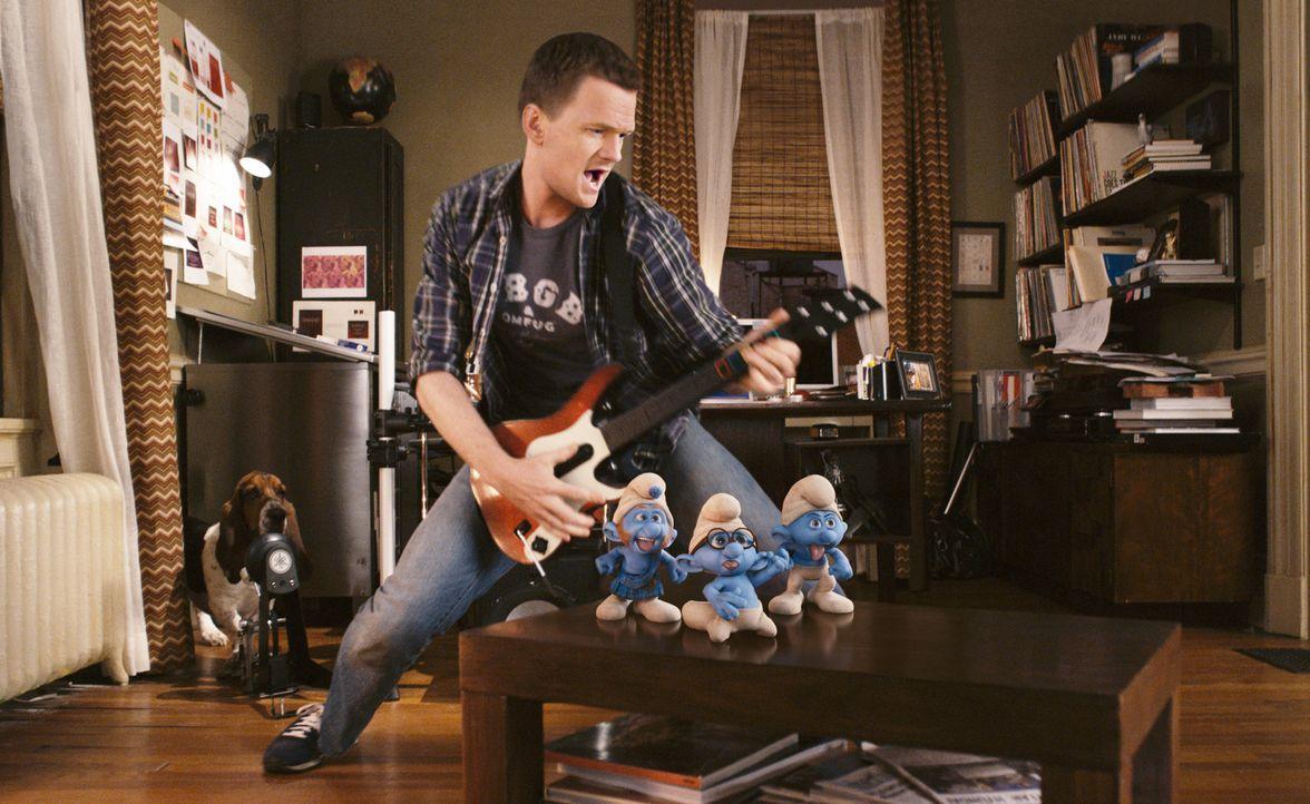 Ehe er sich versieht, hat der Werbespezialist Patrick (Neil Patrick Harris) kleine blaue Mitbewohner ... - Bildquelle: 2011 Columbia Pictures Industries, Inc. and Hemisphere - Culver Picture Partners I, LLC. All Rights Reserved.