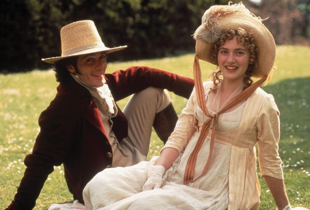 Das Glück scheint perfekt: Marianne Dashwood (Kate Winslet, l.) ahnt jedoch nicht, dass ihr der Draufgänger John Willoughby (Greg Wise, r.) nur et... - Bildquelle: Columbia Pictures