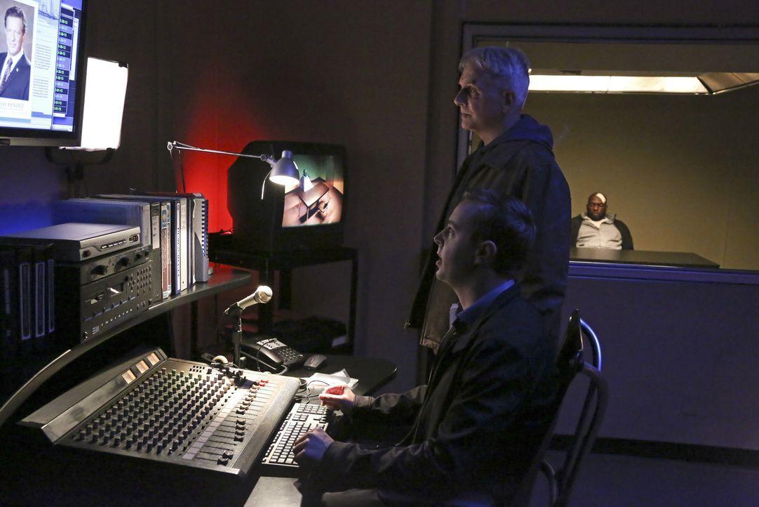 Setzen ihre Suche nach Parsa und dessen Terroristenring fort: Gibbs (Mark Harmon, M.) und McGee (Sean Murray, l.) ... - Bildquelle: CBS Television