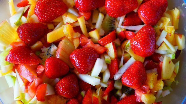 Obstsalat – der Klassiker unter den vegetarischen Desserts.