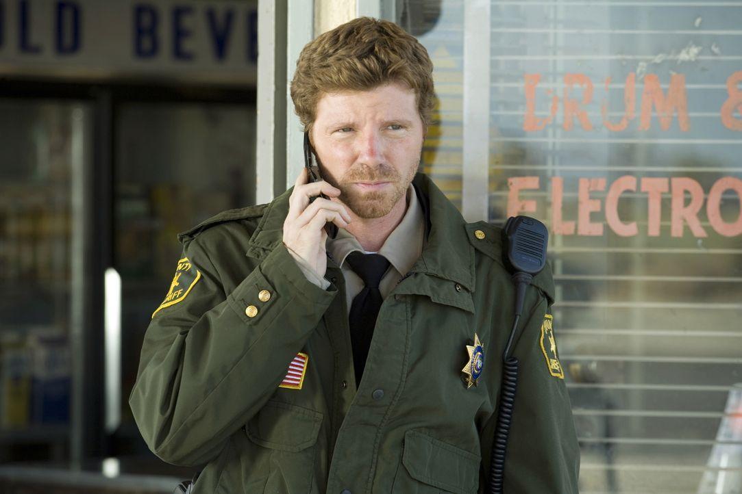 Zwei seiner Kollegen in Zivil wurden ermordet: Der Polizist (Mickey Maxwell) versucht alles, um die Täter zu dingfest machen zu können ... - Bildquelle: Warner Brothers