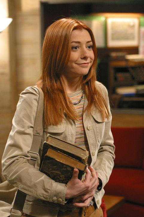 Willow (Alyson Hannigan) trifft im Hotel ein und bietet ihre Hilfe an, denn Angel hat seine Seele noch nicht wiederbekommen. - Bildquelle: The WB Television Network