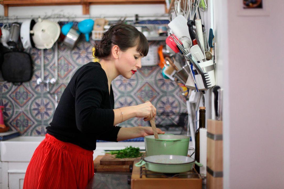 Rachel Khoo liebt französisches Essen, und das möchte sie auch anderen Menschen näher bringen ... - Bildquelle: Daniel Lucchesi Plum Pictures 2012