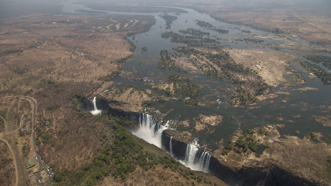 Nicht nur aus der Vogelperspektive verblüffend: Die Victoriafälle zwischen Simbabwe und Sambia sind der breiteste durchgehende Wasserfall der Erde .... - Bildquelle: 2016,The Travel Channel, L.L.C. All Rights Reserved/ Citizen Pictures