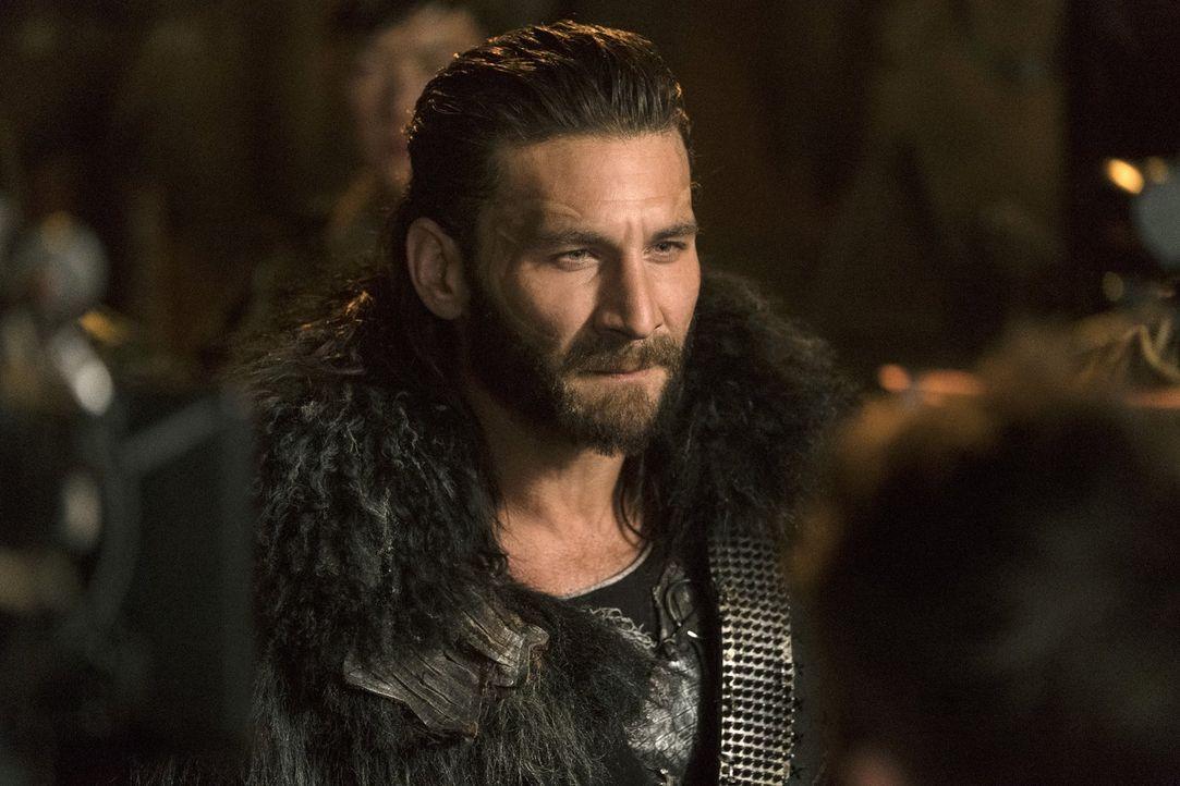 Als der Bunker neue Hoffnung bringt, ahnt Roan (Zach McGowan) nicht, dass die Skaikru auch mit der Trikru einen Deal ausgehandelt hat, der sein Volk... - Bildquelle: 2016 Warner Brothers