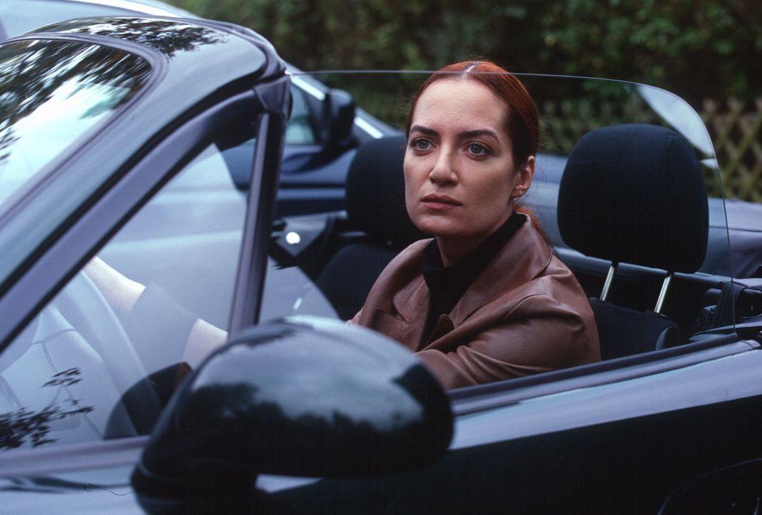 Nina Carstens (Natalia Wörner) will herausfinden, wer ihre ehemalige Klassenkameradin Dagmar getötet hat. - Bildquelle: Ruhnau Sat.1