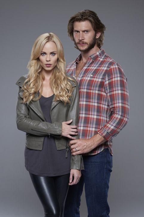 (2. Staffel) - Der Kampf für ihr Rudel stellt die zarte Verbindung von Elena (Laura Vandervoort, l.) und Clay (Greyston Holt, r.) immer wieder auf e... - Bildquelle: 2015 She-Wolf Season 2 Productions Inc.