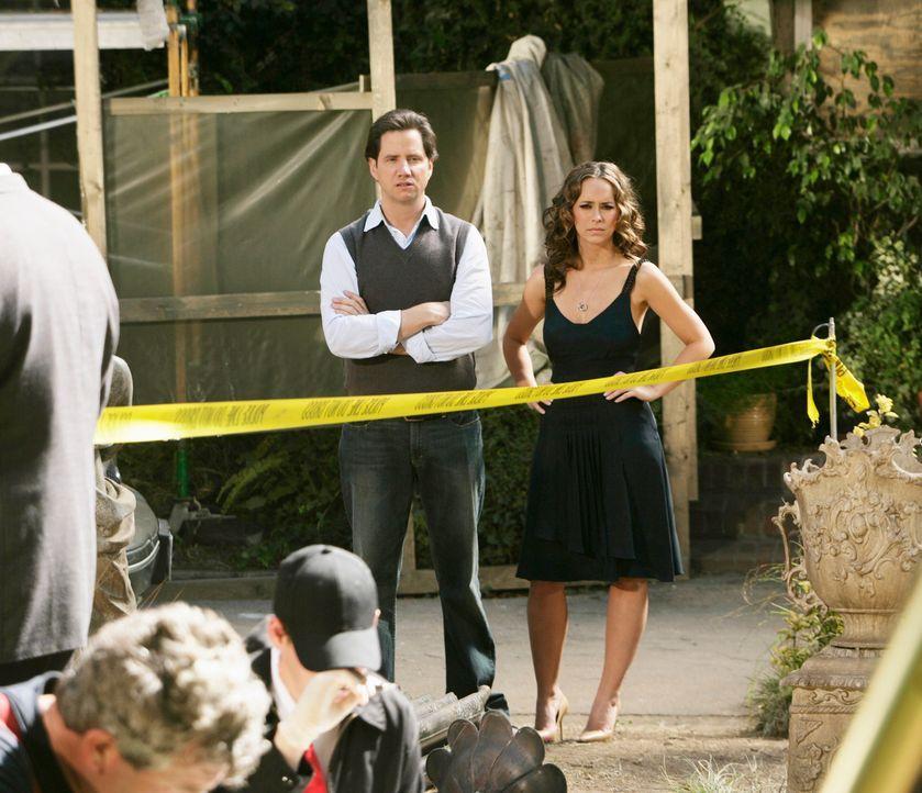 Um einen alten Brunnen geschehen seltsame Dinge. Eli (Jamie Kennedy, l.) und Melinda (Jennifer Love Hewitt, r.) versuchen der Sache auf den Grund zu... - Bildquelle: ABC Studios