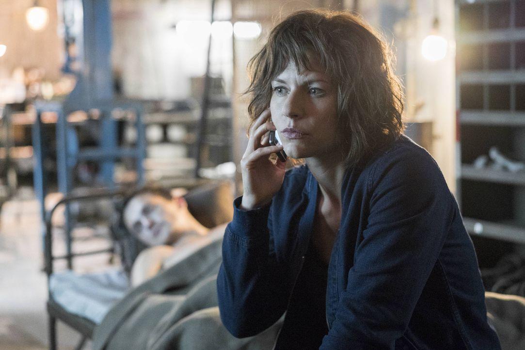 Stehen auf einer Todesliste: Carrie (Claire Danes, r.) und Peter (Rupert Friend, l.) ... - Bildquelle: Stephan Rabold 2015 Showtime Networks, Inc., a CBS Company. All rights reserved.