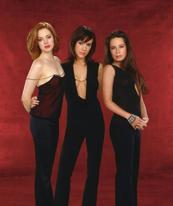 """(5. Staffel) - Die """"Mächtigen Drei"""", Phoebe (Ayssa Milano, M.), Piper (Holly Marie Combs, r.) und Paige (Rose McGowan, l.), kämpfen gemeinsam gegen... - Bildquelle: Paramount Pictures"""