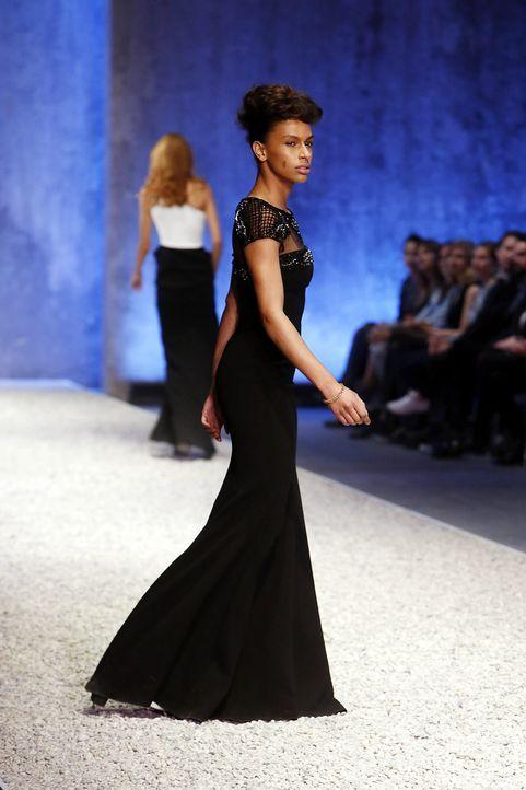 GNTM-Stf10-Epi03-Fashionshow-47-ProSieben-Richard-Huebner - Bildquelle: ProSieben/Richard Huebner