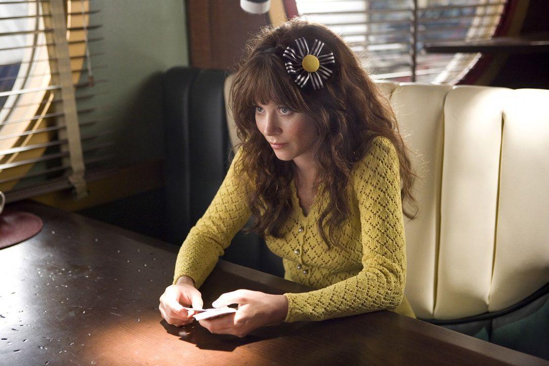 Chuck (Anna Friel) hat eine schlechte Nachricht: Sie beschließt, bei Ned aus und in Olives nun freigewordene Wohnung einzuziehen. Darüber ist Ned... - Bildquelle: Warner Brothers