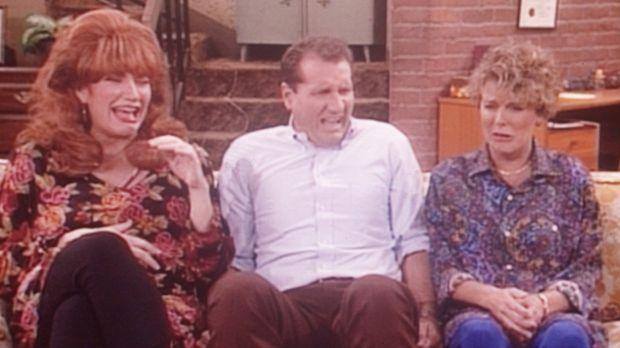 Al (Ed O'Neill, M.) verliert fast den Verstand: Peggy (Katey Sagal, l.) und M...