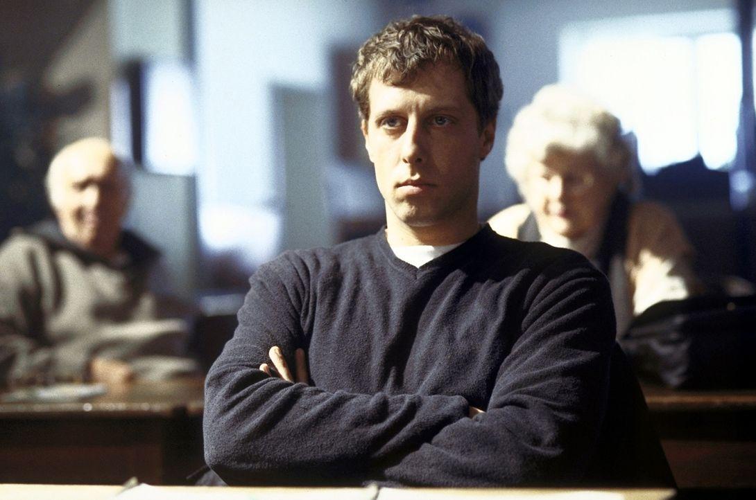 Der Patenonkel ein Psychopath? Bei Recherchen stößt Michael (Oliver Korittke) auf beklemmendes Material ... - Bildquelle: Meier