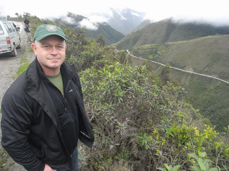 Die schöne Landschaft täuscht. Ross Kemp schaut ganz genau hin und deckt die dunklen Seiten des Amazonas auf ... - Bildquelle: Tiger Aspect Productions 2010