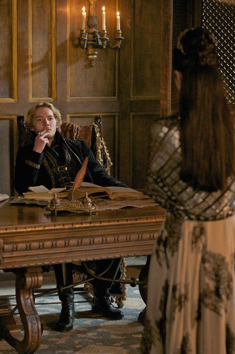 Gegen England müssen sie vereint sein, doch Francis (Toby Regbo, hinten) und Mary (Adelaide Kane, vorne) sind damit beschäftigt, sich gegenseitig di... - Bildquelle: Sven Frenzel 2014 The CW Network, LLC. All rights reserved.