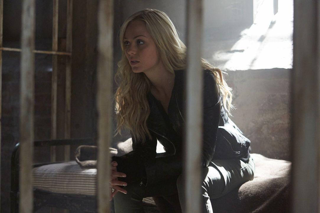 Weil Elena (Laura Vandervoort) sich den Anweisungen von Jeremy widersetzen will, greift dieser zu radikalen Mitteln ... - Bildquelle: 2014 She-Wolf Season 1 Productions Inc.